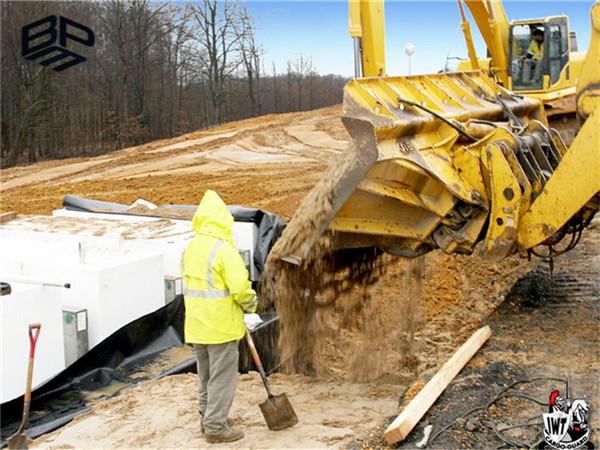 长丝土工布300g应用于河南垃圾填埋场工程