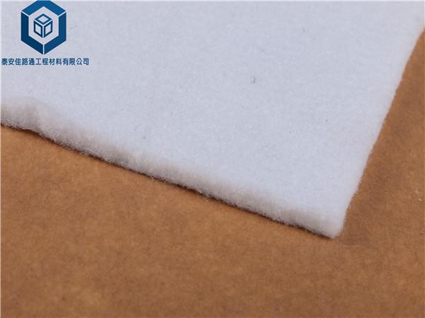 印度边坡稳定性采用佳路通短纤土工布